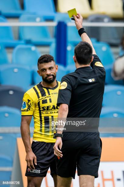 Leroy Labylle of VVV referee Dennis Higler during the Dutch Eredivisie match between Vitesse Arnhem and VVV Venlo at Gelredome on September 17 2017...