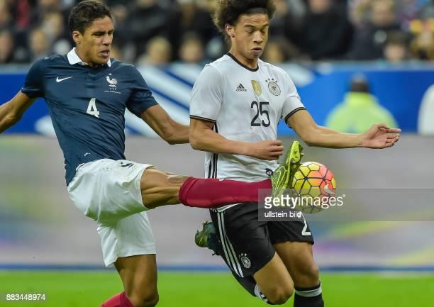 Leroy Sane im Zweikampf mit Raphael Varane waehrend dem Fussball Laenderspiel Frankreich gegen Deutschland am 13November 2015 im Stade de France...