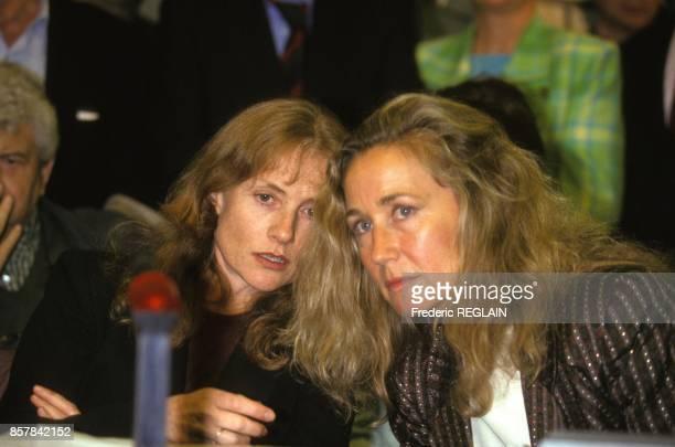 Les actrices Isabelle Huppert et Brigitte Fossey contre le Gatt applique a l'audiovisuel le 15 septembre 1993 a Strasbourg France