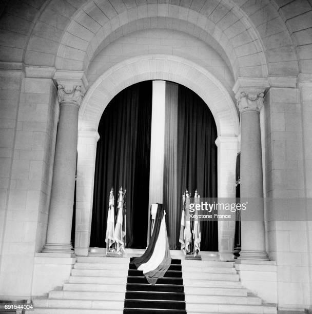 Les cendres de Jean Moulin ont été transférées au Panthéon à Paris France le 18 décembre 1964