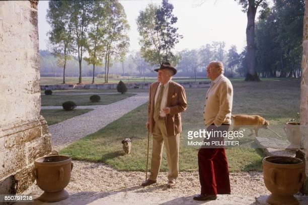 Les écrivains Alain Decaux et Maurice Druon en octobre 1985 France