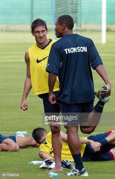 les défenseurs du club de Monaco Eric Cubilier et José PierreFanfan participent à l'entraînement du Paris SaintGermain le 22 juillet 2003 au Camp des...