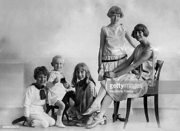 Les enfants du Prince Harald frere du Roi Christian X et la Princesse Helene de Danemark avec de gauche a droite Prince Gorm Prince Oluf Princesse...