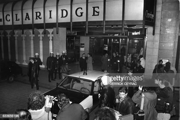 Les forces de police bloquent l'une des entrées de la Galerie du Claridge sur les ChampsElysées le 03 février 1986 à Paris après un attentat qui a...