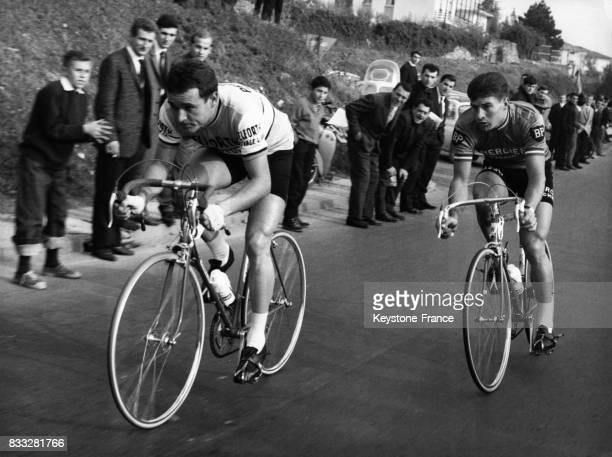 Les Français Anglade et Poulidor en pleine action en Italie en 1963