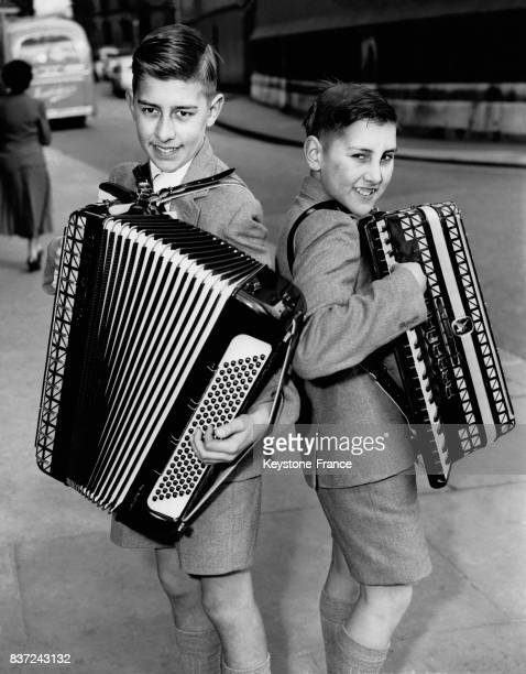 Les frères Neville et Ralph Cresswell vont participer au championnat au Central Hall de Westminster le 6 avril 1957 à Londres RoyaumeUni