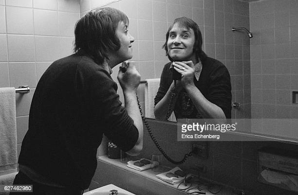 Les Gray of English glam rock band Mud shaving with an electric razor backstage Leicester United Kingdom 1975
