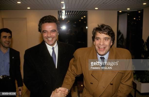 Les hommes d'affaires Alain Afflelou et Bernard Tapie au journal televise de 20h sur TF1 le 20 decembre 1990 a Paris France