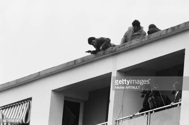 Les hommes du GIGN pendant la prise d'otage tragique puisque la mere et le fils seront retrouves morts de Santo Grasso qui avait prealablement tue...