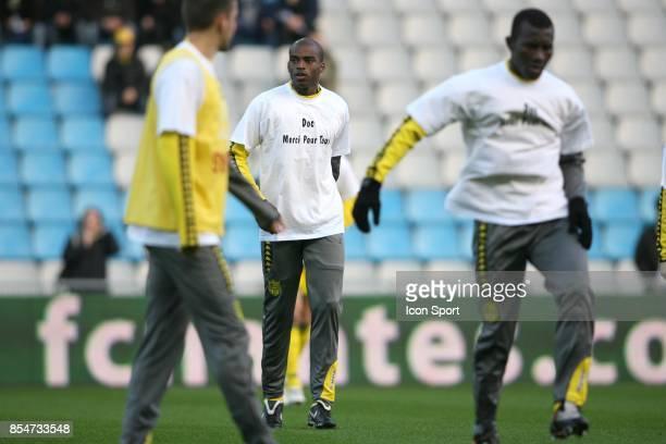 Les joueurs nantais s'echauffent avec un maillot en l'honneur de Fabrice BRIAND l'ancien medecin du club Nantes / Nancy 15eme journee de Ligue 1