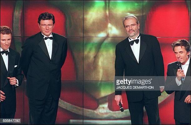 Les journalistes de France2 Pierre Sled Gilles Cozanet Jean Reveillon et Gérard Holtz présentent l'émission de télévision 'Trophée des Champions'...