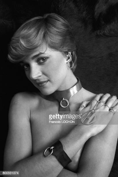 Les lettres H et O sur la ligne de bijoux de Franklin Gerson inspirée du film 'Histoire d'O' en novembre 1975 à Paris France