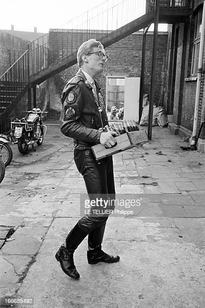 Les Marguerites' Riders Of 'Club 59' In London Le 26 octobre 1965 en Angleterre un membre de l'association le 'CLUB 59' qui regroupe des jeunes...