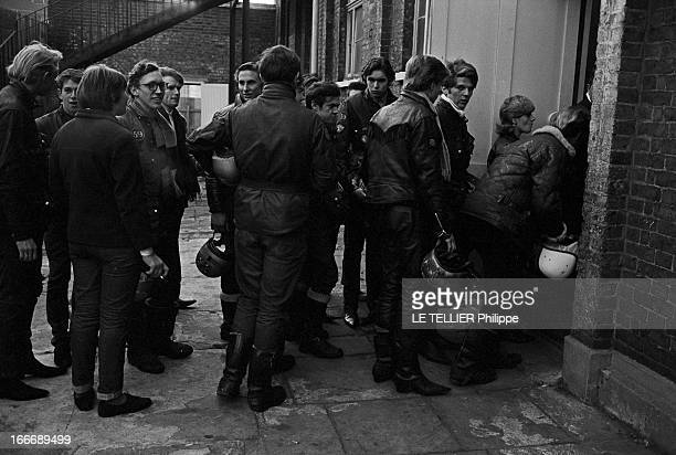Les Marguerites' Riders Of 'Club 59' In London Le 26 octobre 1965 en Angleterre un groupe de membres de l'association le 'CLUB 59' qui regroupe des...