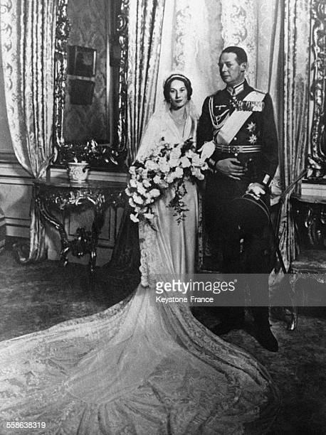Les nouveaux mariés la princesse Feodora et le prince Christian de SchaumbourgLippe photographiés au Château de Fredenbourg au Danemark le 11...