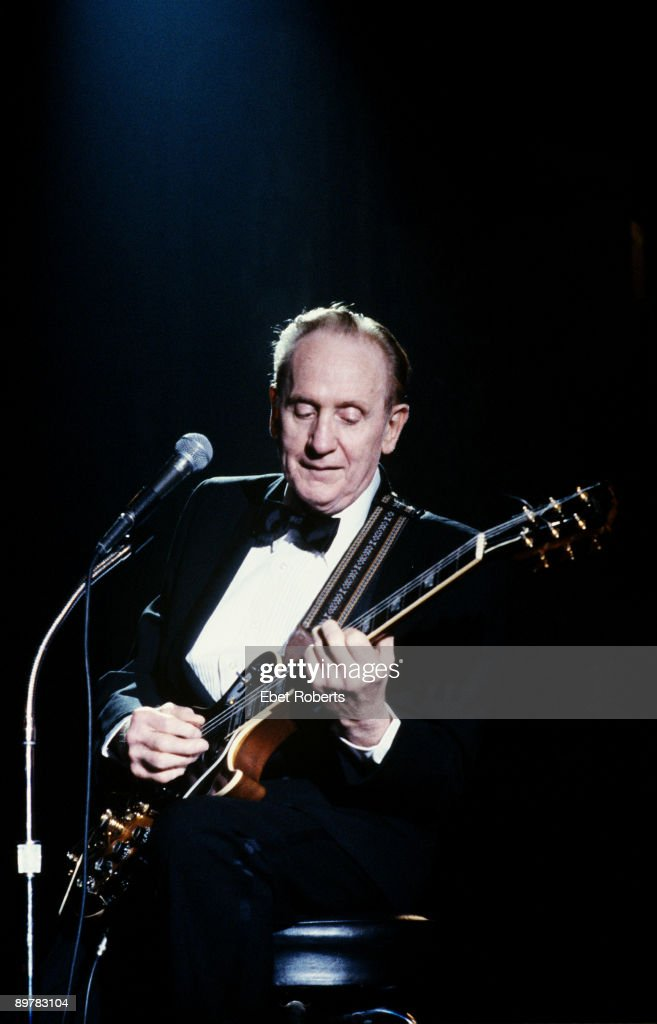 Les Paul performs on stage at the Les Paul Tribute Concert at the Brooklyn Academy Of Music in Brooklyn,NY on August 18,1988.