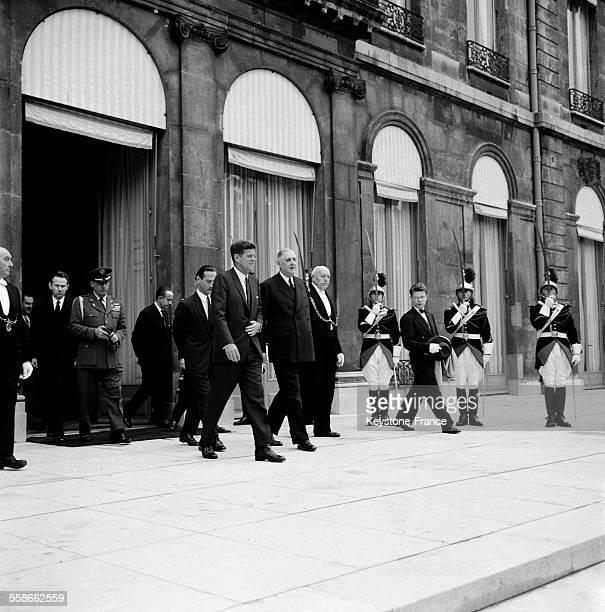 Les présidents américain et français John Fitzgerald Kennedy et Charles de Gaulle au palais de l'Elysée à Paris France le 1er juin 1961