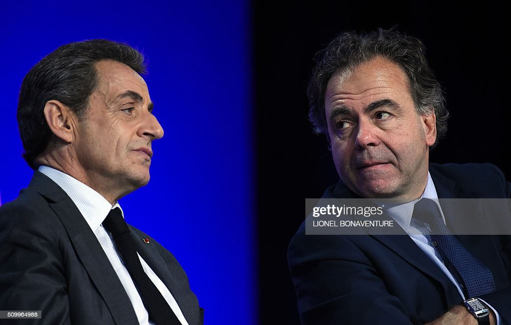 Les Republicains (LR) party President, Nicolas Sarkozy (L) and President of the LR National Consil Luc Chatel (R) look at each other as they look on during the LR National Council on February 13, 2016 in Paris. AFP PHOTO / LIONEL BONAVENTURE / AFP / LIONEL BONAVENTURE