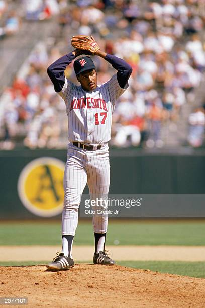 Les Straker of the Minnesota Twins winds up to pitch during a game in the 1988 season