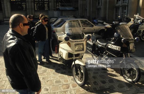 Les vehicules impliques dans la fusillade de Vincennes au 36 Quai des Orfevres ici la moto noire d'un des policiers tues le 5 octobre 1994 a Paris...