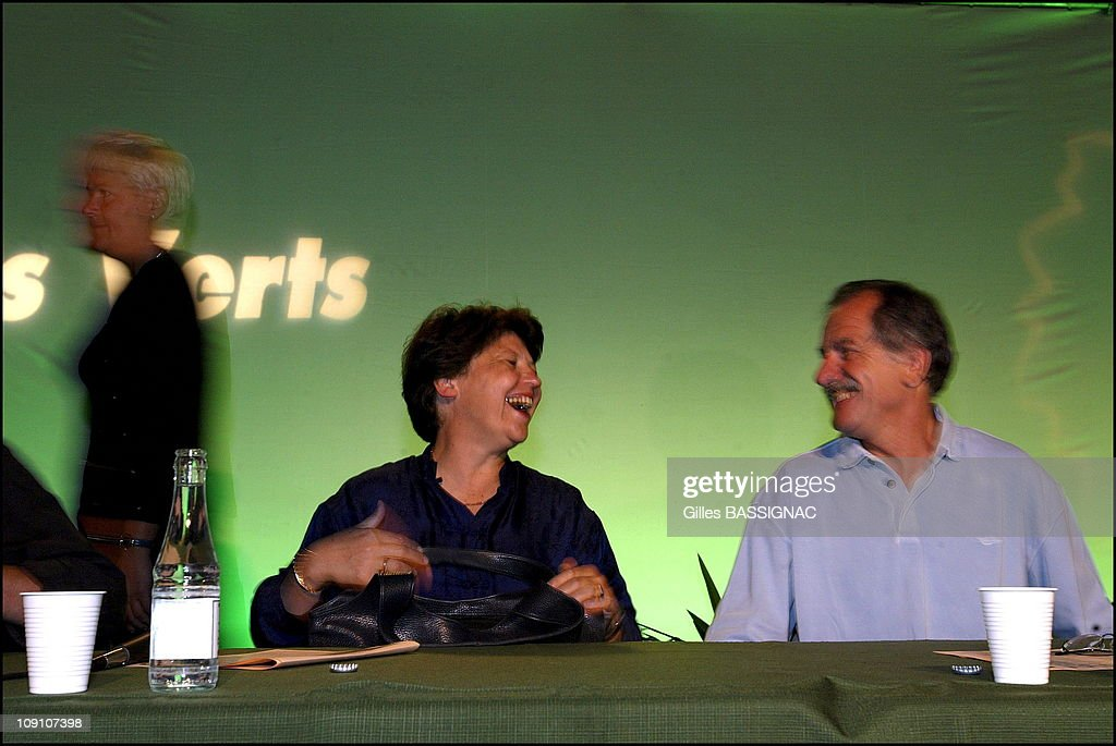 Les Verts Summer Conference On August 27Th, 2002 In Saint Jean De Monts, France. Martine Aubry (Ps) Guest Of Dominique Voynet And Noel Mamere At The Summer Martine Aubry And Noel Mamere.
