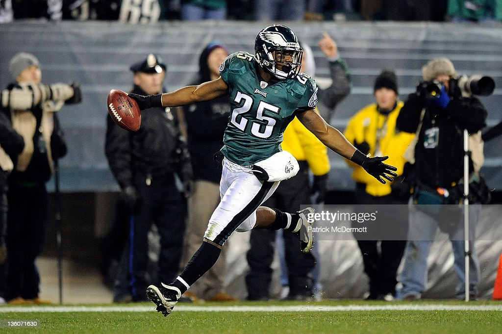 <a gi-track='captionPersonalityLinkClicked' href=/galleries/search?phrase=LeSean+McCoy&family=editorial&specificpeople=4484228 ng-click='$event.stopPropagation()'>LeSean McCoy</a> #25 of the Philadelphia Eagles celebrates after scoring a touchdown against the New York Jets at Lincoln Financial Field on December 18, 2011 in Philadelphia, Pennsylvania.
