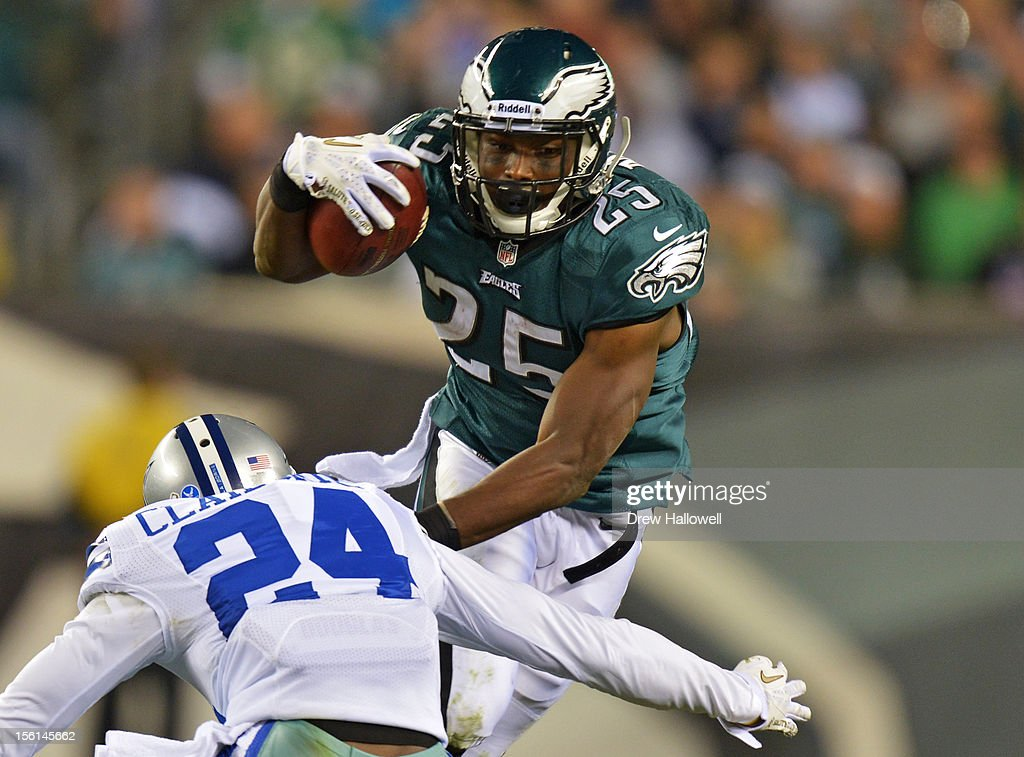 <a gi-track='captionPersonalityLinkClicked' href=/galleries/search?phrase=LeSean+McCoy&family=editorial&specificpeople=4484228 ng-click='$event.stopPropagation()'>LeSean McCoy</a> #25 of the Philadelphia Eagles evades <a gi-track='captionPersonalityLinkClicked' href=/galleries/search?phrase=Morris+Claiborne&family=editorial&specificpeople=7173017 ng-click='$event.stopPropagation()'>Morris Claiborne</a> #24 of the Dallas Cowboys at Lincoln Financial Field on November 11, 2012 in Philadelphia, Pennsylvania. The Cowboys won 38-23.