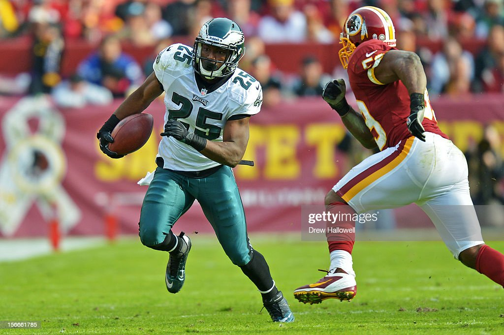 LeSean McCoy #25 of the Philadelphia Eagles runs the ball at FedEx Field on November 18, 2012 in Landover, Maryland. The Redskins won 31-6.