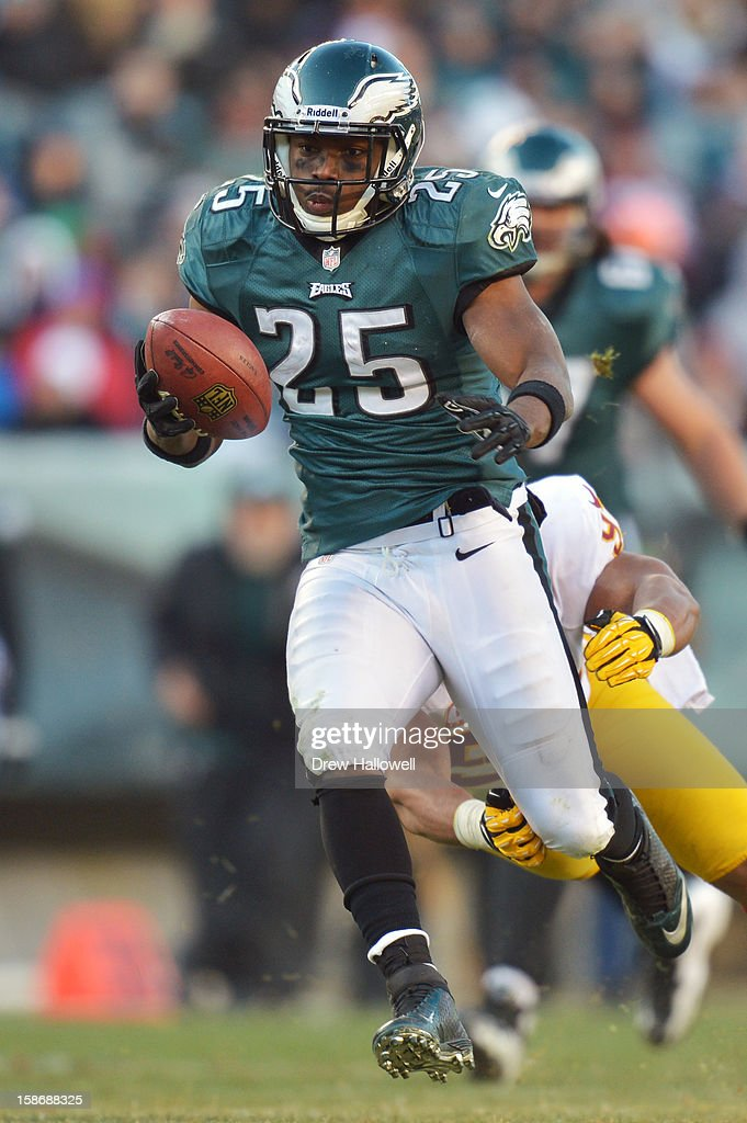 <a gi-track='captionPersonalityLinkClicked' href=/galleries/search?phrase=LeSean+McCoy&family=editorial&specificpeople=4484228 ng-click='$event.stopPropagation()'>LeSean McCoy</a> #25 of the Philadelphia Eagles runs the ball during the game against the Washington Redskins at Lincoln Financial Field on December 23, 2012 in Philadelphia, Pennsylvania. The Redskins won 27-20.