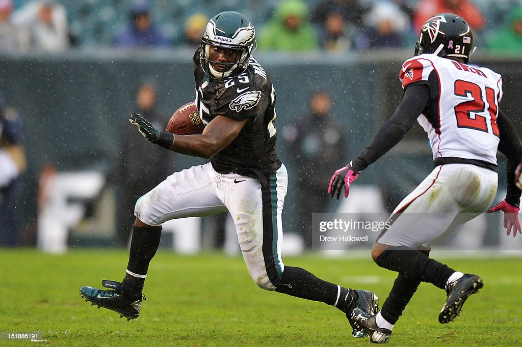<a gi-track='captionPersonalityLinkClicked' href=/galleries/search?phrase=LeSean+McCoy&family=editorial&specificpeople=4484228 ng-click='$event.stopPropagation()'>LeSean McCoy</a> #25 of the Philadelphia Eagles tries to avoid Chris Owens #21 of the Atlanta Falcons at Lincoln Financial Field on October 28, 2012 in Philadelphia, Pennsylvania. The Falcons won 30-17.