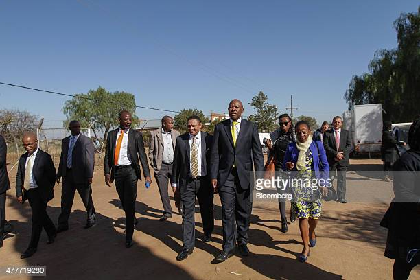 Lesetja Kganyago South Africa's reserve bank governor center right his wife Zibusiso Kgyanyago right and Francois Groepe South Africa's deputy...