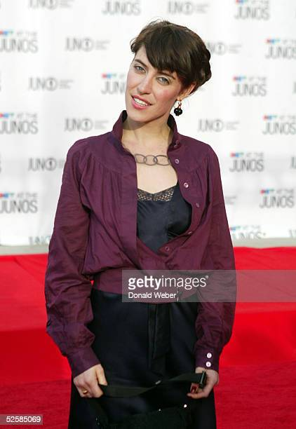 Lesley Feist arrives on the red carpet for the Juno Awards on April 3 2005 in Winnipeg Canada Feist ended up winning New Artist of the Year and...