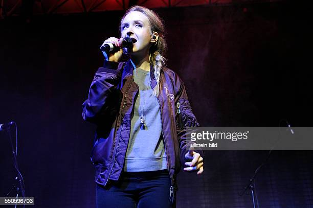 Leslie Clio Singer Germany on stage at the Festival Soundcheck Neue Musik