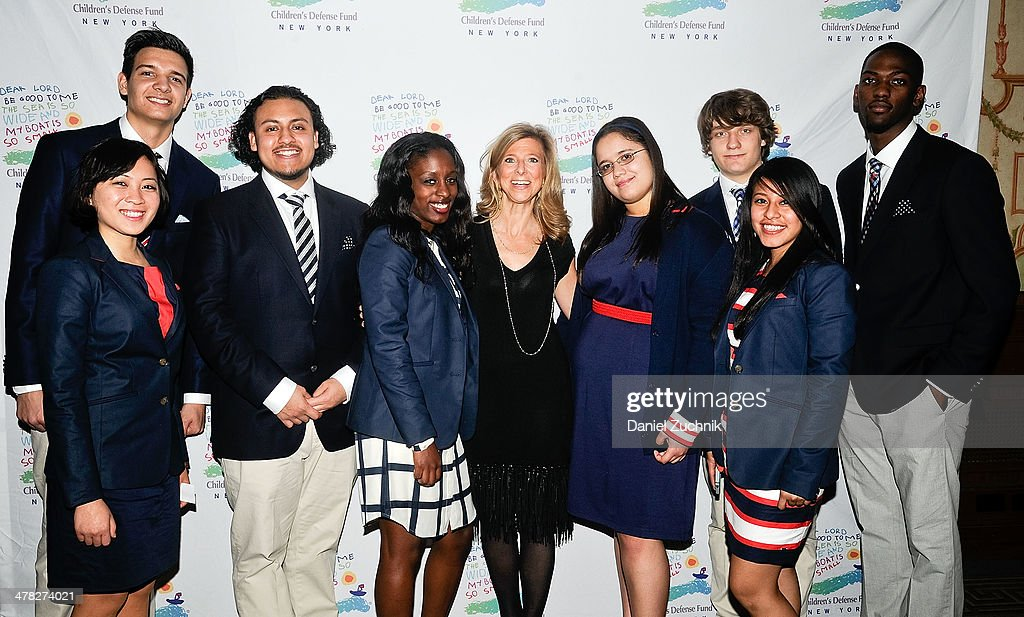 Leslie Cornfeld(C) poses with the 2014 Beat The Odds recipients at the 40th Anniversary Children's Defense Fund 'Beat The Odds' Gala at The Pierre Hotel on March 12, 2014 in New York City.