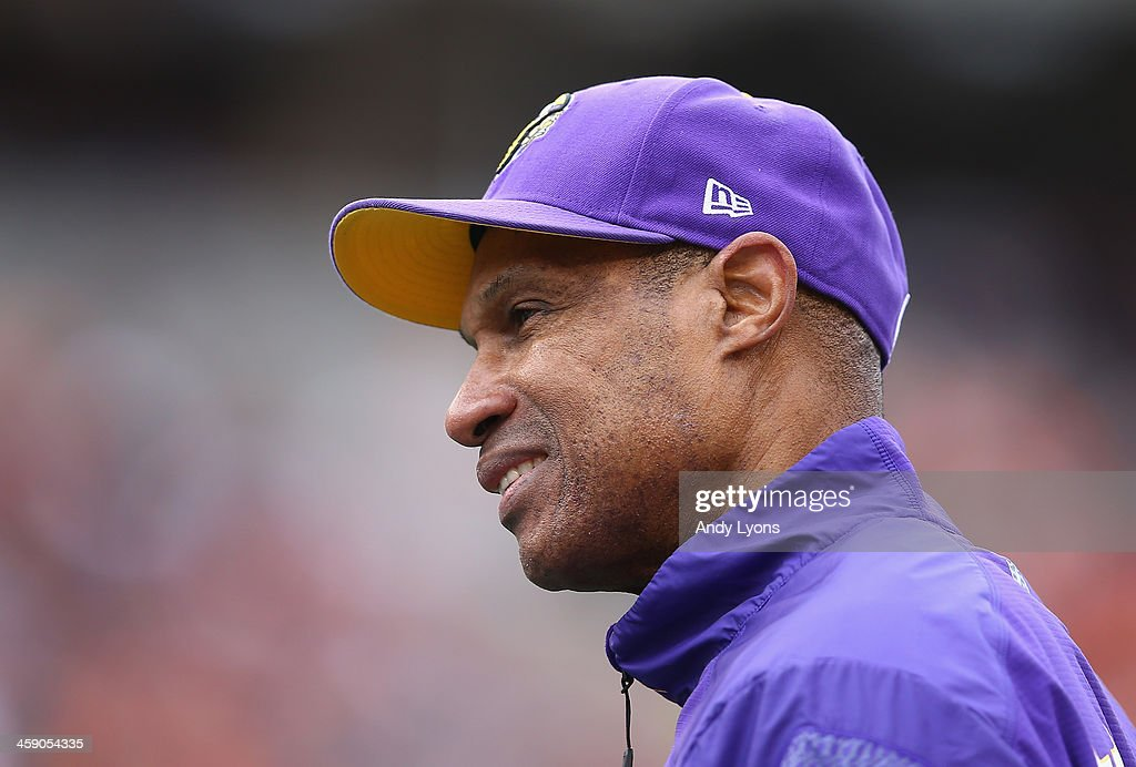 <a gi-track='captionPersonalityLinkClicked' href=/galleries/search?phrase=Leslie+Frazier&family=editorial&specificpeople=2295716 ng-click='$event.stopPropagation()'>Leslie Frazier</a> the head coach of the Minnesota Vikings watches the action during the NFL game against the Cincinnati Bengals at Paul Brown Stadium on December 22, 2013 in Cincinnati, Ohio.