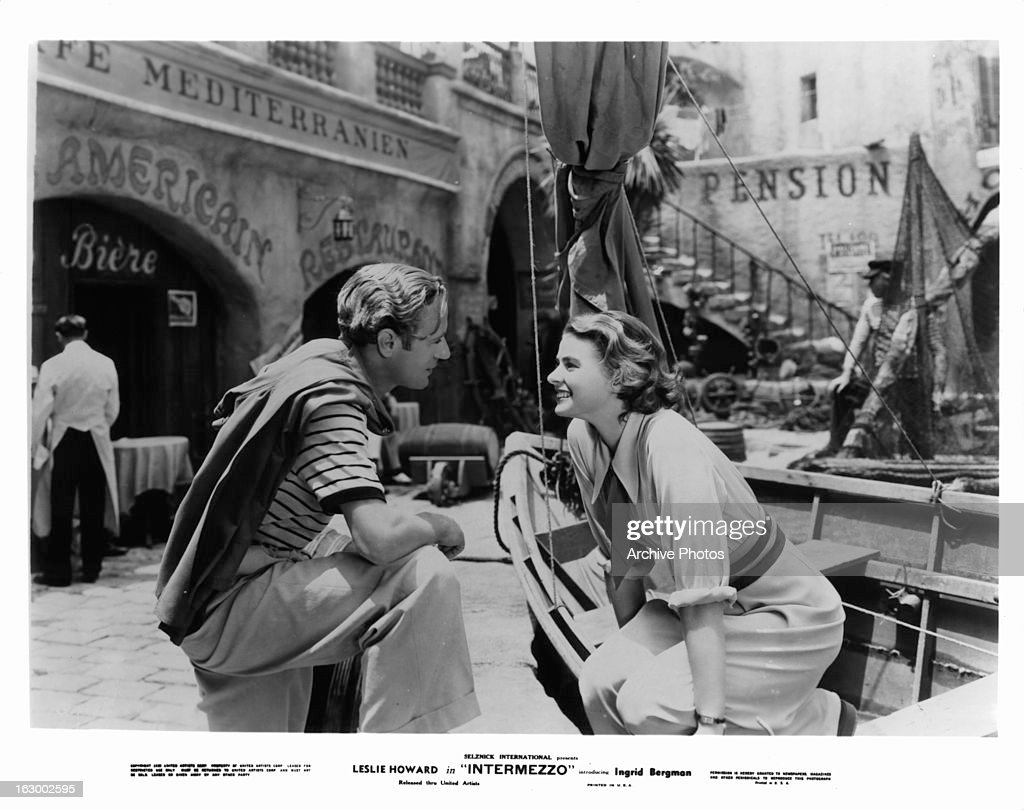 Leslie Howard encounters Ingrid Bergman on the street in a scene from the film 'Intermezzo: A Love Story', 1939.