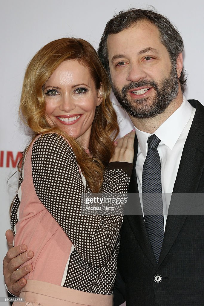 <a gi-track='captionPersonalityLinkClicked' href=/galleries/search?phrase=Leslie+Mann&family=editorial&specificpeople=595973 ng-click='$event.stopPropagation()'>Leslie Mann</a> and director <a gi-track='captionPersonalityLinkClicked' href=/galleries/search?phrase=Judd+Apatow&family=editorial&specificpeople=854225 ng-click='$event.stopPropagation()'>Judd Apatow</a> smile during the photocall 'Immer Aerger mit 40' (This Is 40) at Adlon Hotel on January 30, 2013 in Berlin, Germany.