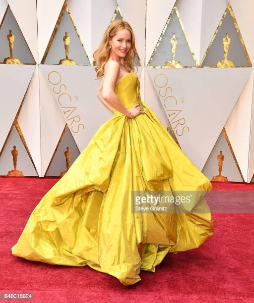 Leslie Mann arrives at the 89th Annual Academy Awards at Hollywood Highland Center on February 26 2017 in Hollywood California