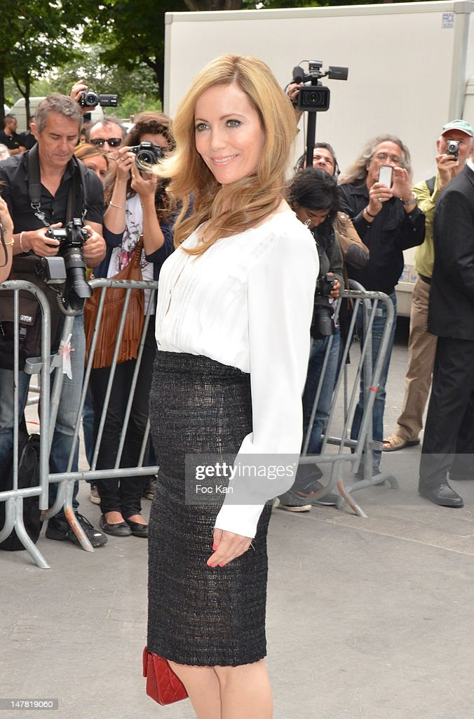 Leslie Mann attends the Chanel show during Paris Fashion Week Haute Couture F/W 2012/13 at Le Grand Palais on July 3, 2012 in Paris, France.