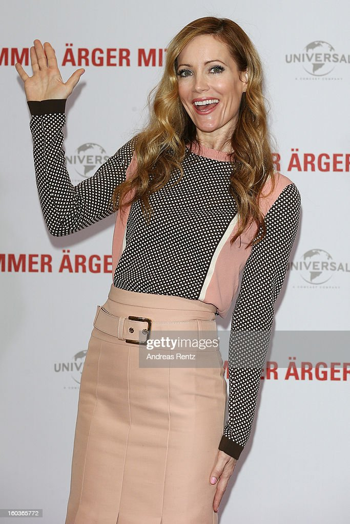 Leslie Mann smiles during the photocall 'Immer Aerger mit 40' (This Is 40) at Adlon Hotel on January 30, 2013 in Berlin, Germany.