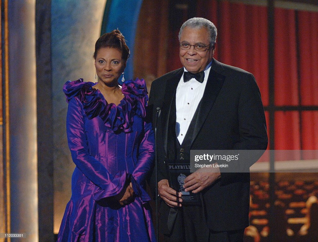 Leslie Uggams and James Earl Jones presenters Best Performance by a Featured Actress in a Musical