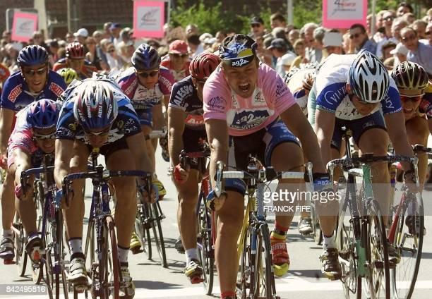 l'Estonien Jaan Kirsipuu remporte au sprint devant l'Italien Daniele Galli et le Néerlandais Jans Koerts le 11 mai 2001 à SaintVenant la quatrième...