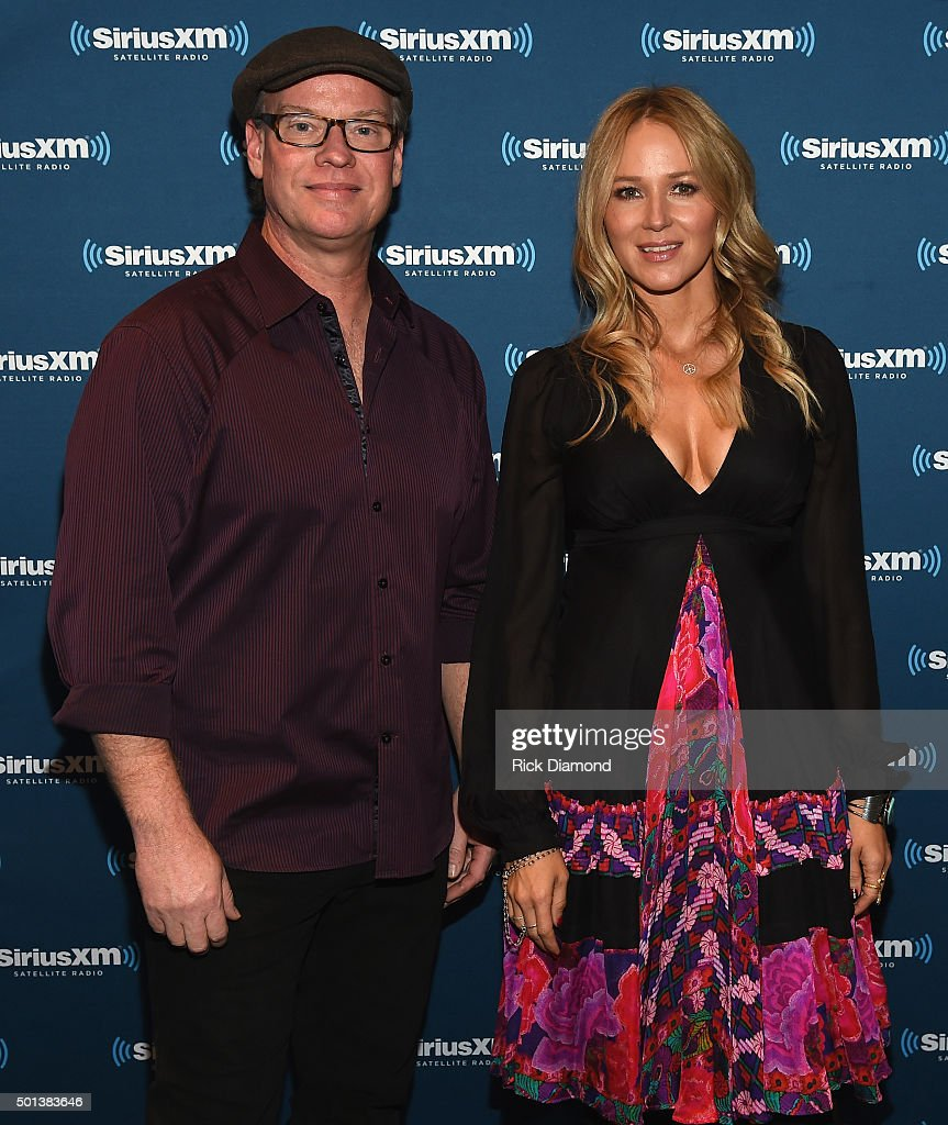 'Let it Snow' SiriusXM Acoustic Christmas With Jewel And <a gi-track='captionPersonalityLinkClicked' href=/galleries/search?phrase=Shawn+Mullins&family=editorial&specificpeople=3255964 ng-click='$event.stopPropagation()'>Shawn Mullins</a> at SiriusXM Music City Theatre on December 14, 2015 in Nashville, Tennessee.