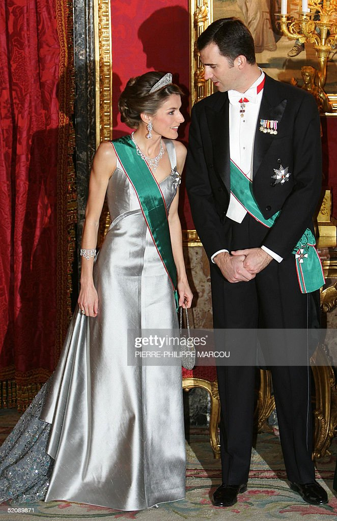 Letizia Ortiz and Prince Felipe chat as they wait with Queen Sofia and King Juan Carlos of Spain for the President of Republic of Hungary Ferenc Madl and his wife (out of camera range) for having a gala dinner at Oriente Palace in Madrid, 31 January 2005.