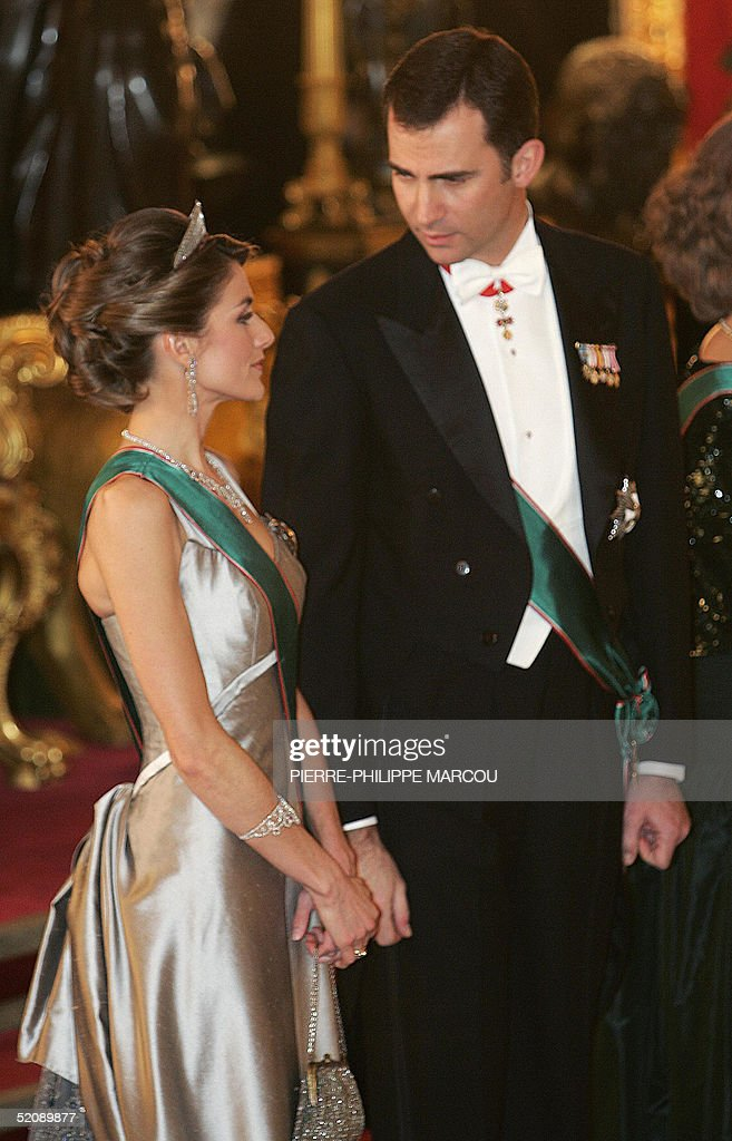 Letizia Ortiz and Prince Felipe chat in the throne room before having a gala dinner with President of Republic of Hungary Ferenc Madl and his wife at Oriente Palace in Madrid 31 January 2005.