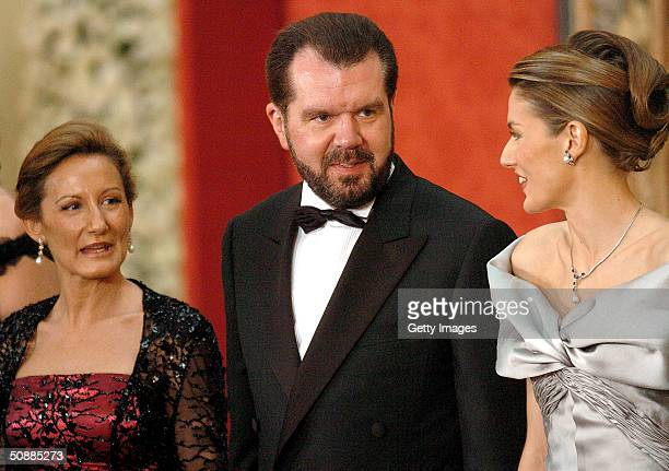 Letizia Ortiz Rocasolano poses for a picture with her father Jesus Ortiz and mother Paloma Rocasolano as they attend a gala dinner at El Pardo Royal...