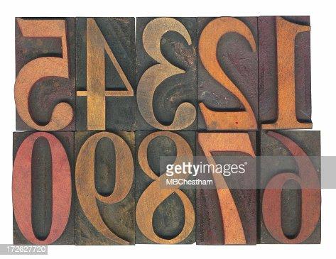 活版印刷の木製の数字付き