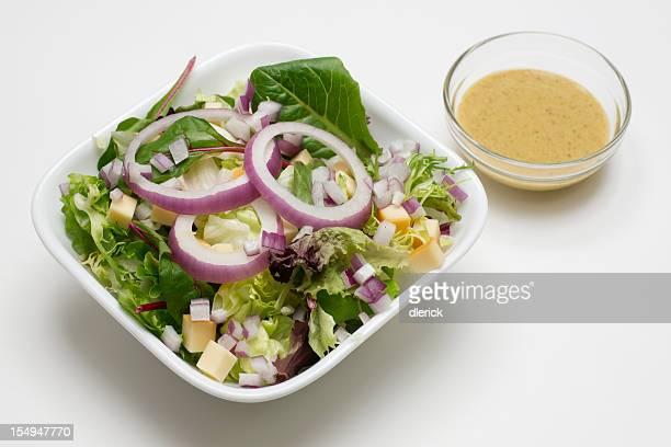 Salade de laitue et sauce Vinaigrette à la moutarde