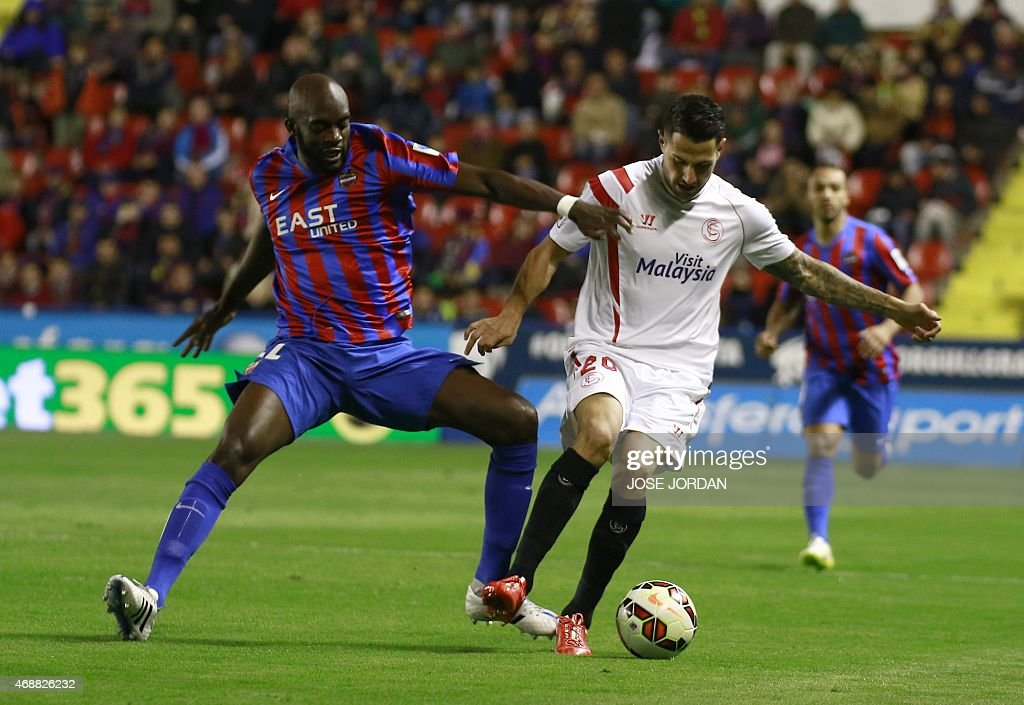 Levante's Malian midfielder Mohamed Lamine Sissoko (L) vies with Sevilla's midfielder <a gi-track='captionPersonalityLinkClicked' href=/galleries/search?phrase=Vitolo+-+Winger&family=editorial&specificpeople=11253753 ng-click='$event.stopPropagation()'>Vitolo</a> during the Spanish league football match Levante UD vs Sevilla FC at the Ciutat de Valencia stadium in Valencia on April 7, 2015.