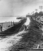 A levee on the Mississippi River in Louisiana during the Great Mississippi Flood of 1927 The levee or dyke is to be dynamited in an attempt to save...